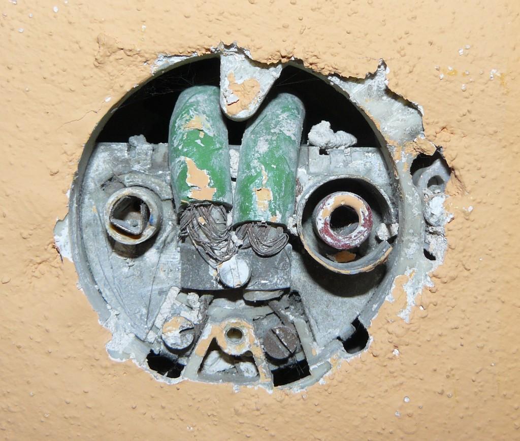 Starou anténu je ale třeba prohlédnout a pročistit, alespoň kontakty v anténní.